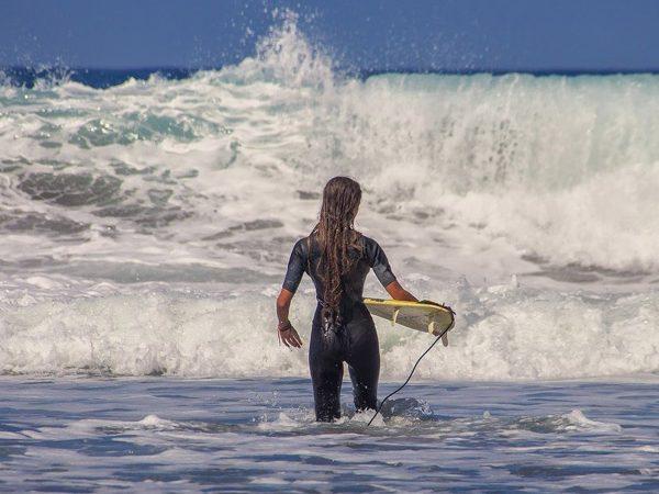 Débutant: Comment bien s'équiper pour aller surfer ?