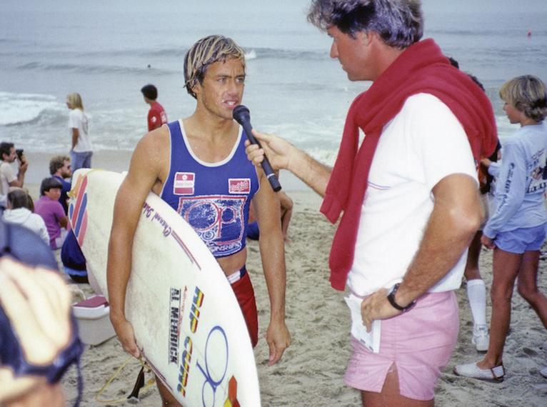 image du surfeur Tom Curren un des meilleurs surfeurs du monde