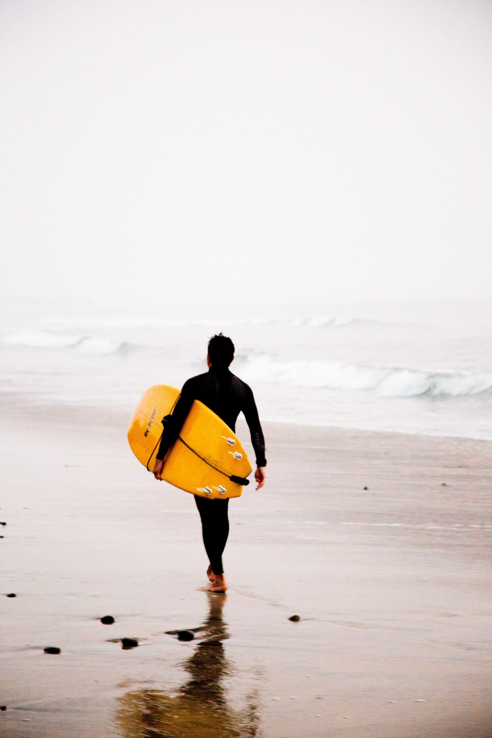 Comment entretenir sa combinaison de surf ? Notre guide