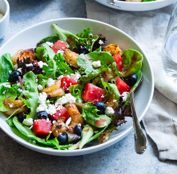 image d'une salades composées idéale pour l'alimentation du surfeur